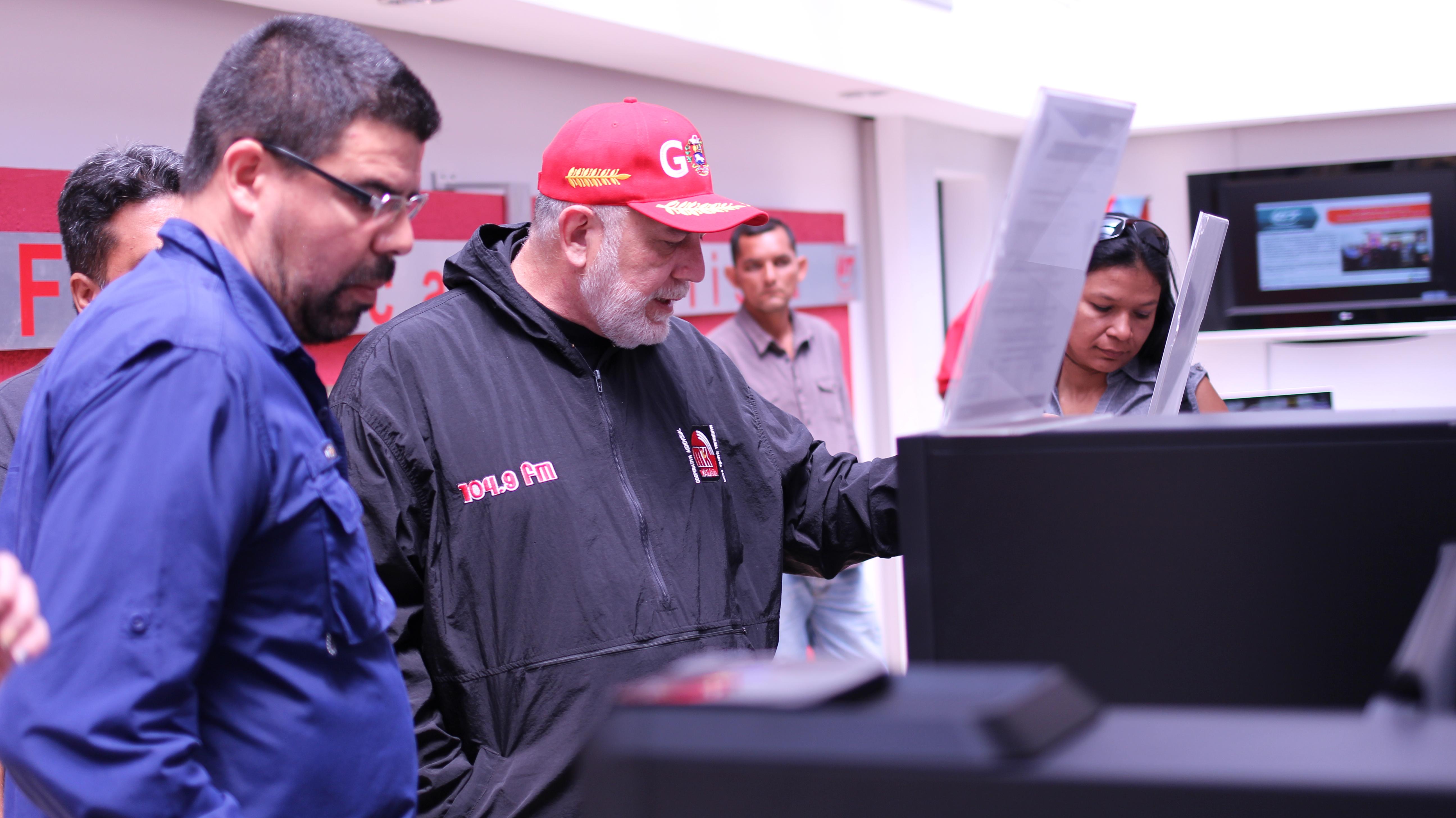Equipo de La HojillaTV visita espacios de VIT