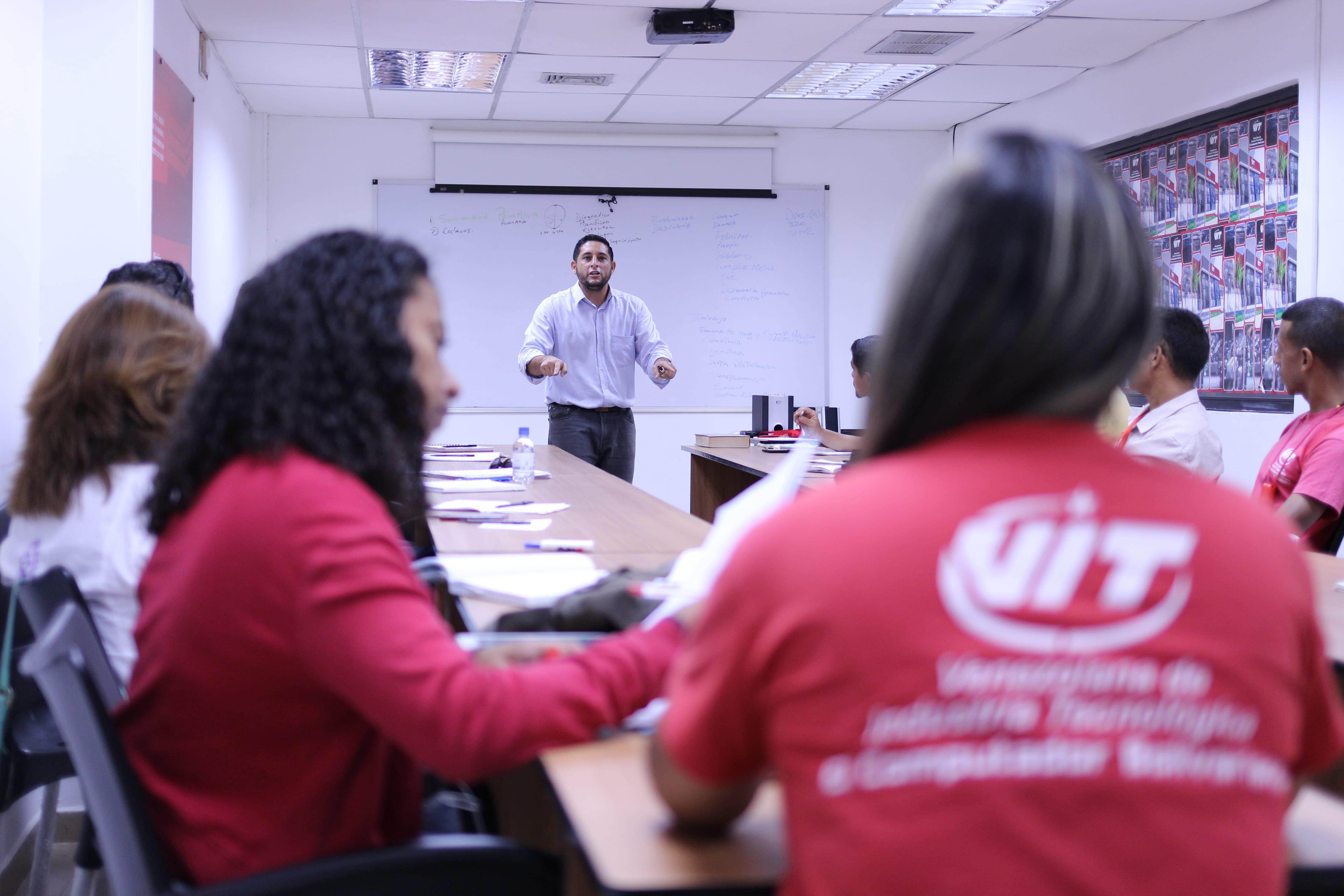 Consejo de trabajadores de VIT debate sobre la Asamblea nacional Constituyente
