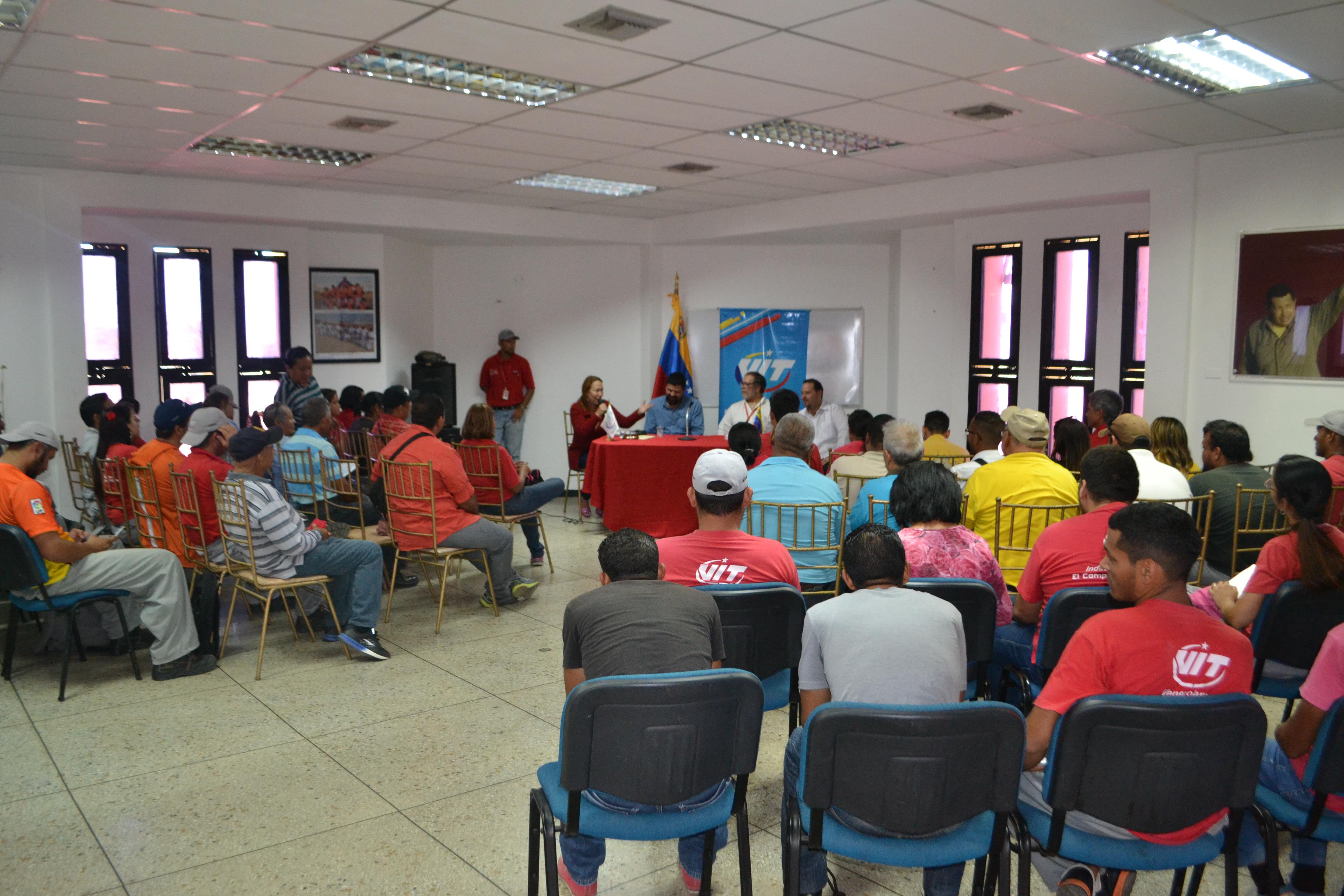 Constituyentista Pedro Arias debatió con trabajadores de VIT sobre propuestas para la ANC