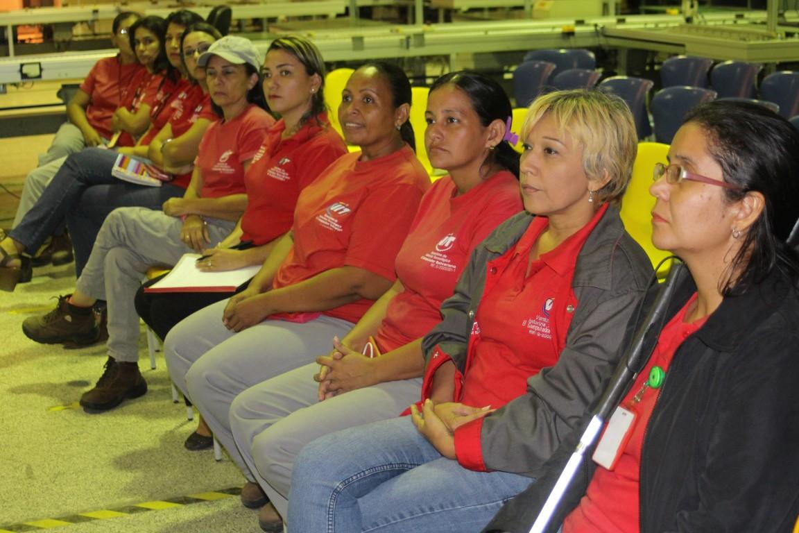 """Foro """"No más violencia contra la mujer"""" brindó orientación a trabajadoras de VIT"""