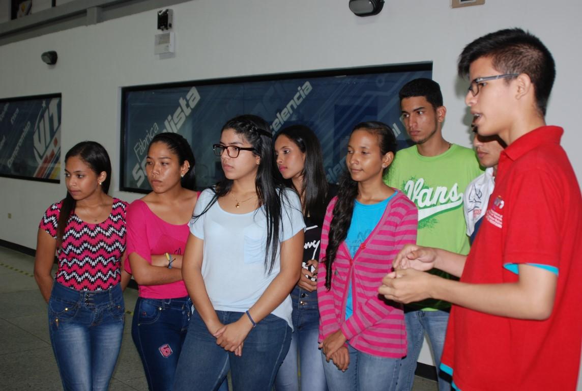 Alumnos de la UPTAG visitaron VIT para conocer su proceso productivo