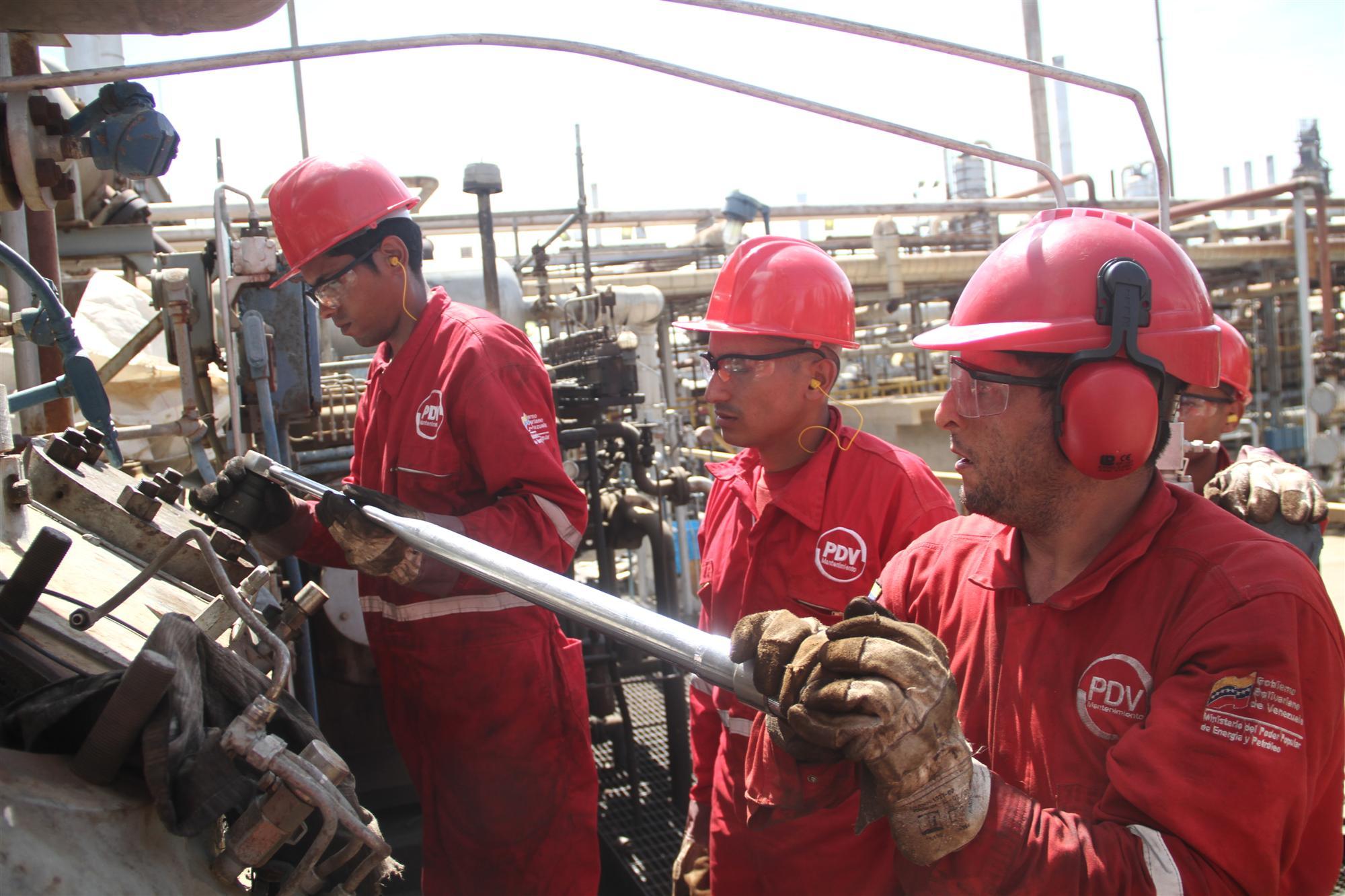 Trabajadores de VIT participan en Batalla Productiva en aras de fortalecer la producción nacional